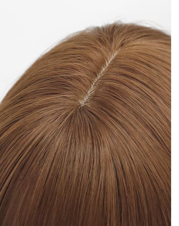 ルーセントカールロングは、自然に見えるつむじ。頭皮に近いカラーのI型人工頭皮を採用。アクアドールのファッションウィッグは「つむじ」にもこだわっています。トップもふんわりと立ち上がる植え方になので生え際もより自然に。