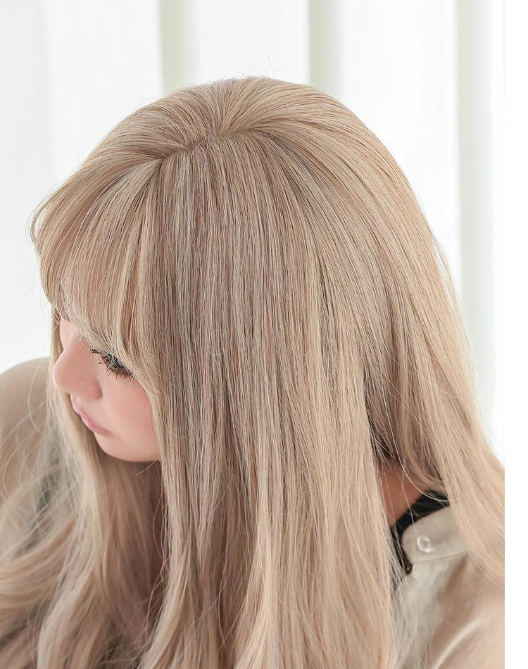 アマリリスロングは、自然に見えるつむじ。頭皮に近いカラーのI型人工頭皮を採用。アクアドールのファッションウィッグは「つむじ」にもこだわっています。トップもふんわりと立ち上がる植え方になので生え際もより自然に。
